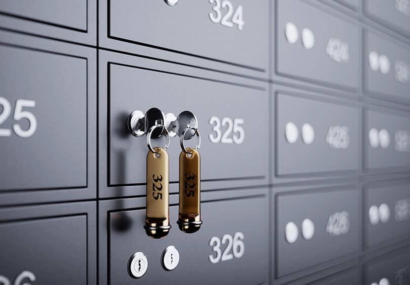 Image d'un coffre-fort de banque, protégé par une clé