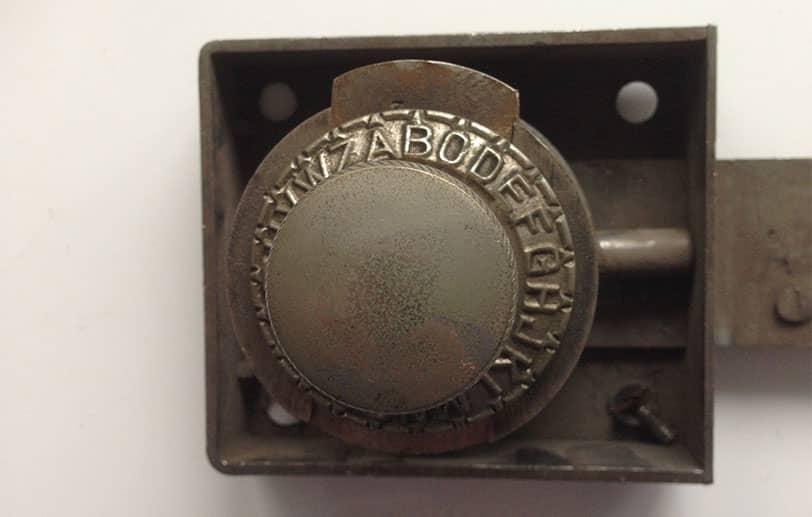 Système d'ouverture mécanique d'un ancien coffre-fort
