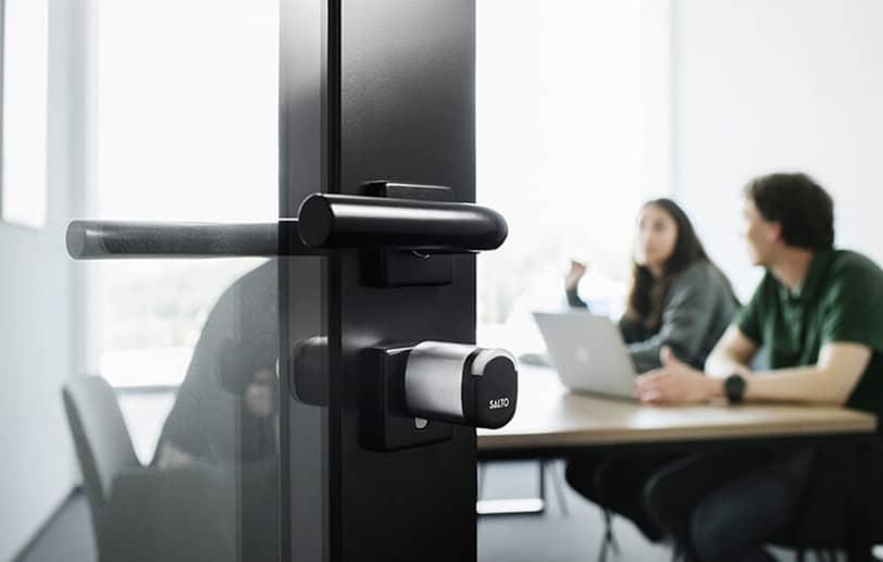 Protection de bureaux avec contrôle d'accès sécurisé pour les employés