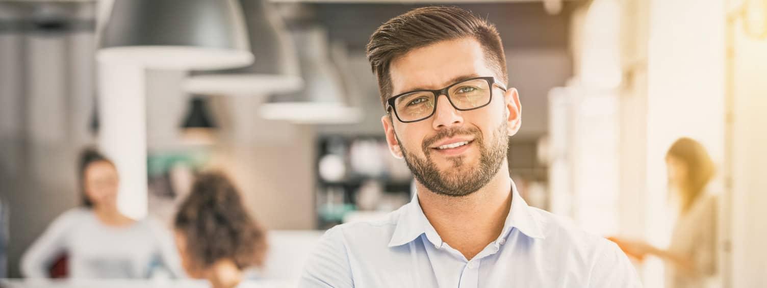 Image d'un entrepreneur afin d'illustration les solutions de système de sécurité adaptées aux entrepreneurs et aux commerçants