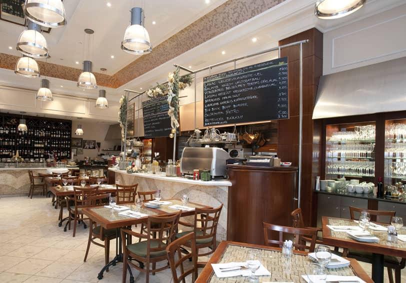 Image d'un restaurant, pouvant bénéficier de solutions de sécurité pour empêcher les intrusions, vols et accès aux cuisines par exemple.