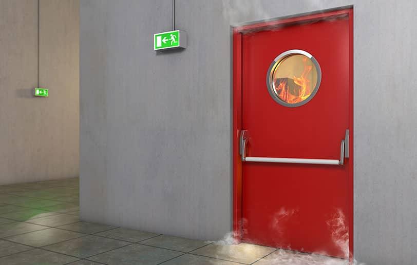Protection contre les incendies avec une porte coupe-feu
