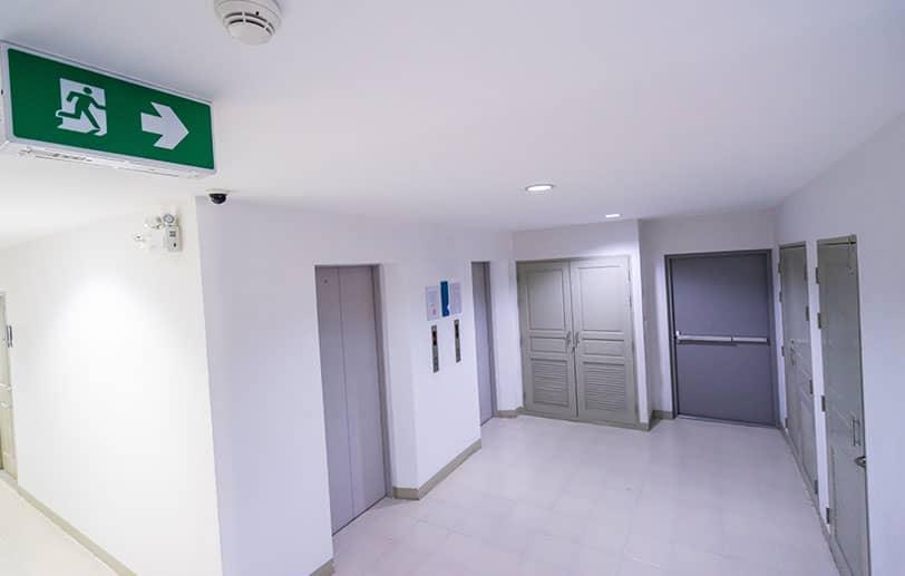 Porte sécurisée pour local technique ou commercial