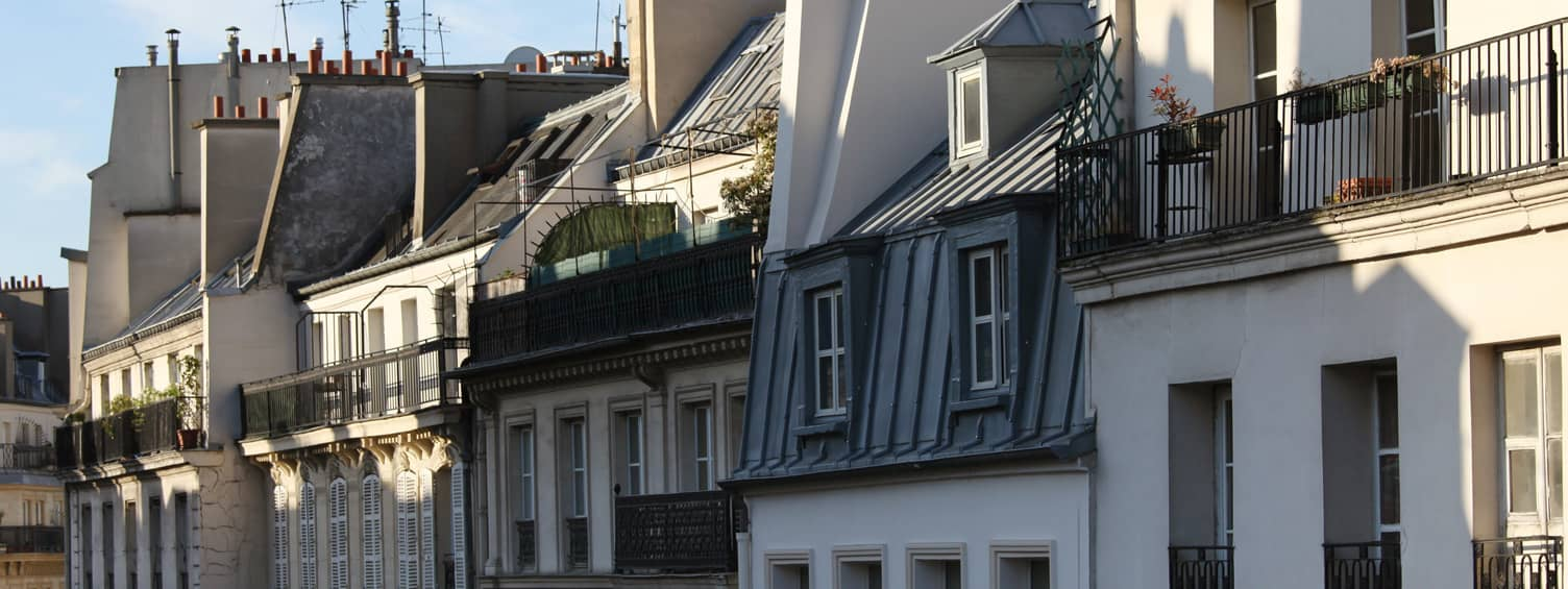 : Image d'une rangée d'immeubles d'habitations afin d'illustrer les solutions de système de sécurité adaptées aux syndics de copropriétés